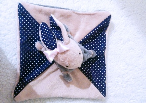 Lapin doudou fait-main rose fillette