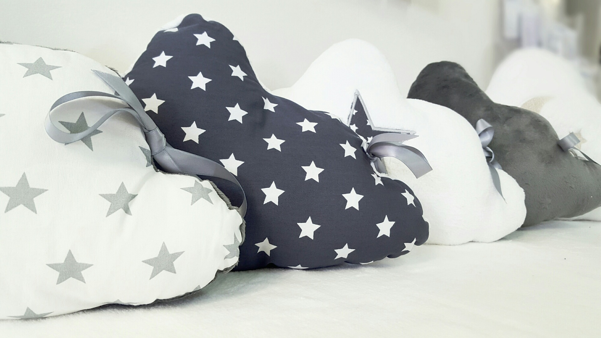 Tour de lit coussin étoile – tour de lit nuage – Lilye&Co