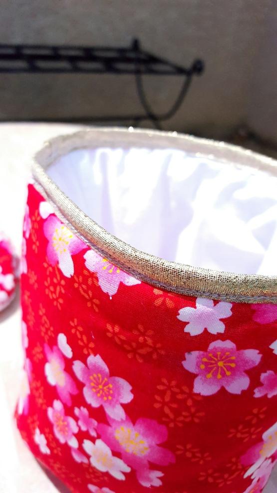 Panière de rangement rouge doré blanc - déco salle de bain table à langer rouge doré