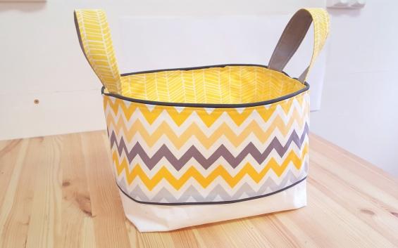 Panier à couche bébé jaune gris blanc chevron - décoration chambre bébé jaune gris chevron