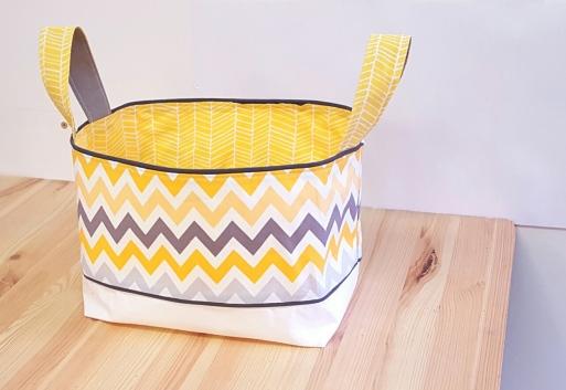 Rangement couche jaune gris chevron - décoration de chambre bébé garçon jaune gris blanc chevron