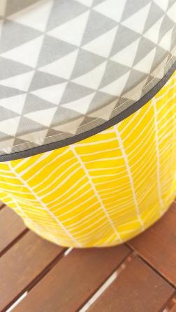 panier de rangement jaune gris - décoration chambre bébé jaune gris triangle chevron
