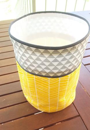 panière de rangement jaune gris chevron et triangle - déco de chambre bébé