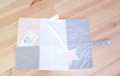 Protège carnet de santé bébé fille, rose, gris et argent - Patchwork étoiles