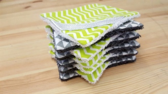Lingettes démaquillantes grise et verte, lavables - accessoire de toilette