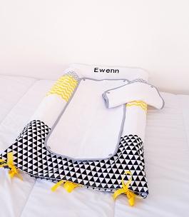 Housse de matelas à langer bébé garçon- décoration de chambre jaune et noir