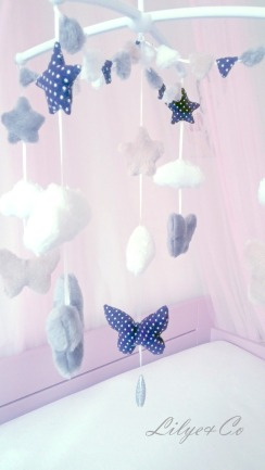 chambre-d-enfant-mobile-musical-bebe-papillon-rose-17414161-mobile-papillon-jpg-294e3_big