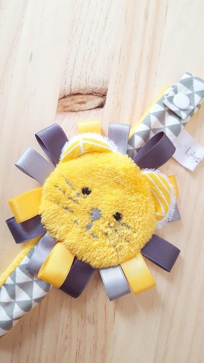 attache sucette bébé garçon jaune gris triangle lion - accessoire bébé jaune gris