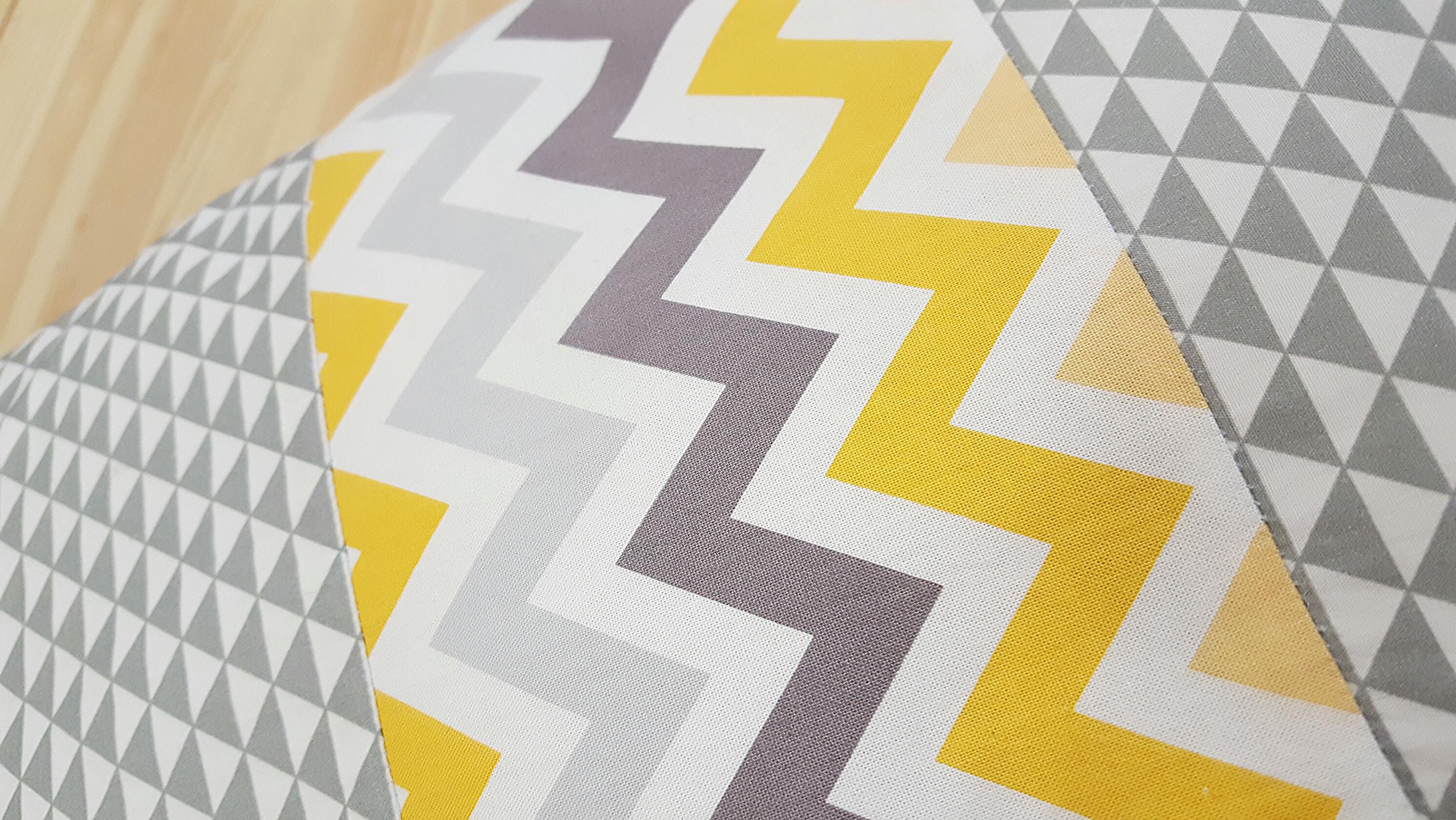 coussin d allaitement bras calibabies jaune et gris lilye co. Black Bedroom Furniture Sets. Home Design Ideas