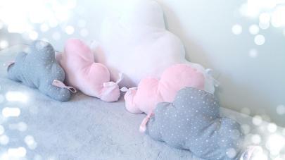 Tour de lit nuage rose et gris pour bébé fille